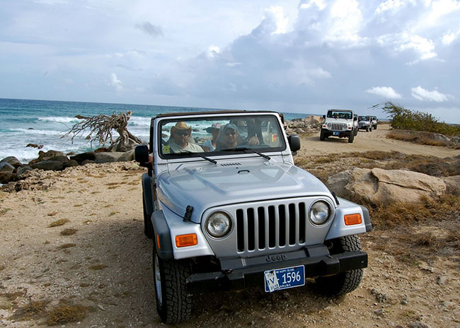 https://www.cozumelgetaways.com/wp-content/uploads/2019/06/jeep-tour-in-cozumel.jpg